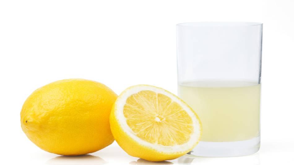 Lemon juice for kidney stones? -- glass of lemon juice and lemons