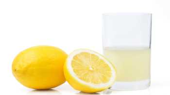 Lemon juice for kidney stones? -- glass of lemon juice and lemons