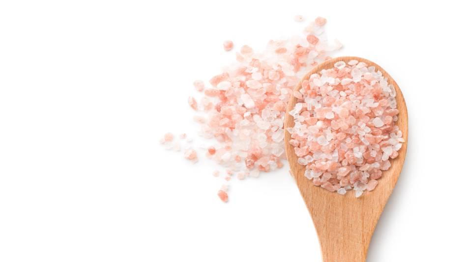 Himalayan Salt -- spoonful of pink Himalayan salt