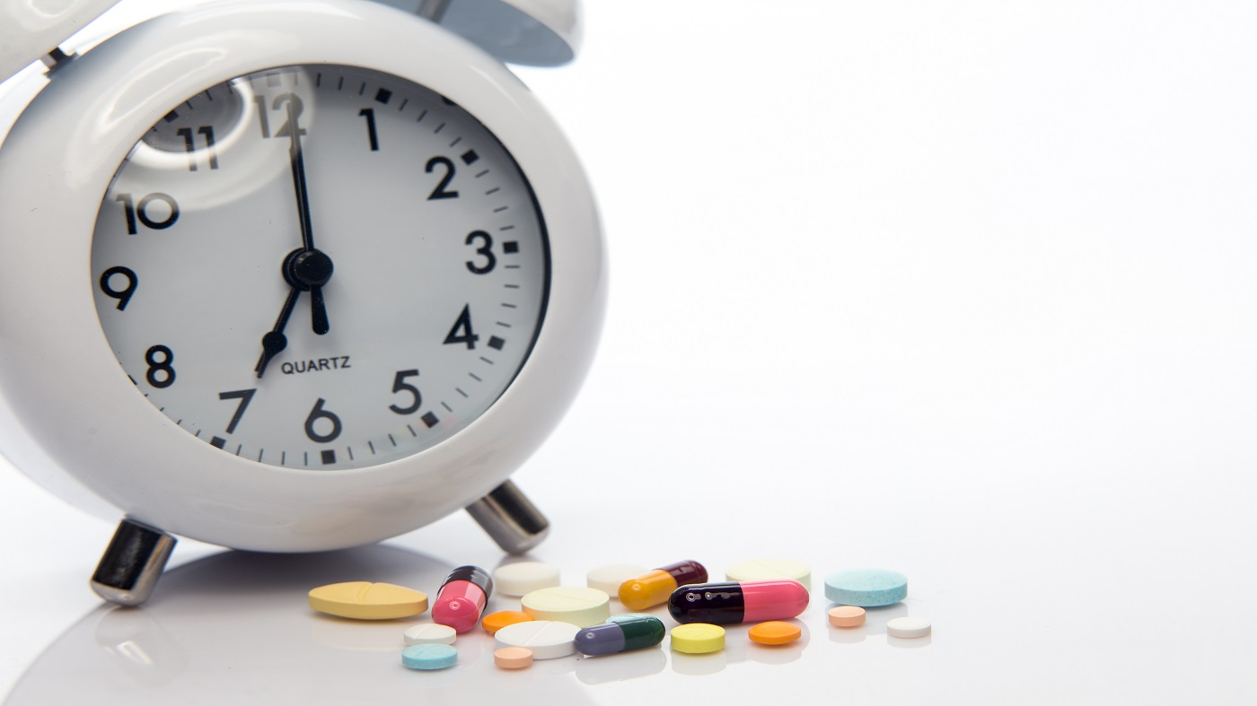 Best time of day to take a multivitamin - clock and multivitamins