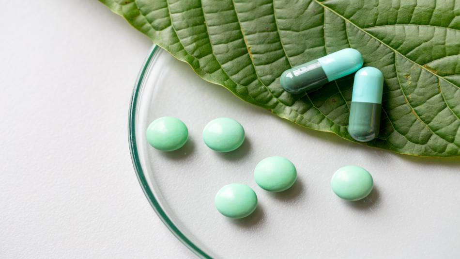 Is kratom safe? Is it legal? -- Kratom leaf and pills